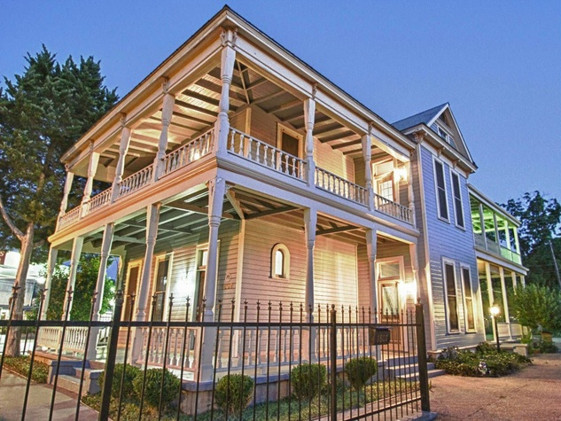 The travel secret to posh, budget-friendly accommodations in Austin | CultureMap